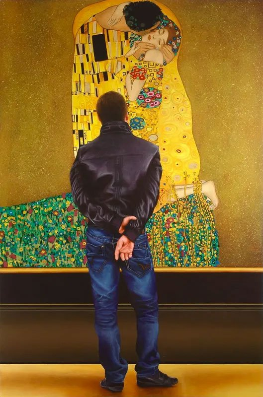 """Painting of a man looking at """"Kiss"""" painting by Gustav Klimt"""